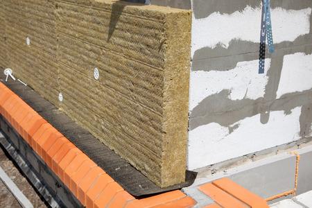 벽돌과 단열 울 벽 스톡 콘텐츠