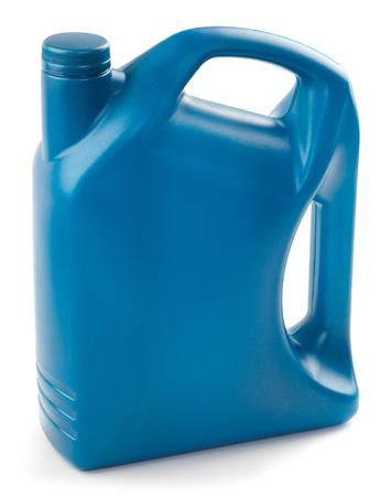envases plasticos: Los recipientes de plástico para el aceite del motor está aislado en un fondo blanco. Foto de archivo