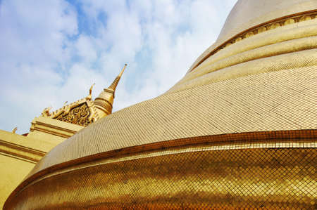 stupas: Golden Stupa buddisti in Bangkok