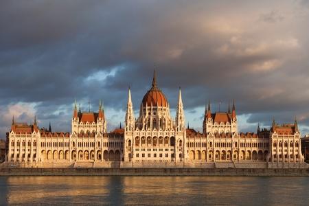 Berühmte Gebäude des ungarischen Parlaments in Budapest Standard-Bild