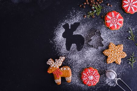 Christmas homemade gingerbread cookies on a dark background Stockfoto