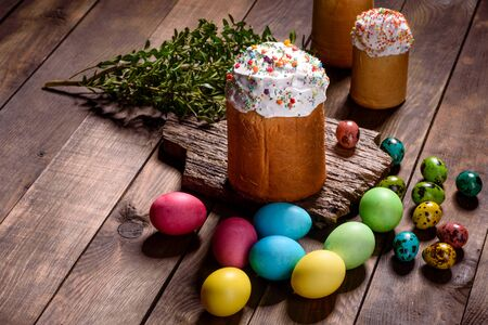 Easter cake and colorful eggs on a dark background. It can be used as a background Banco de Imagens - 134855243