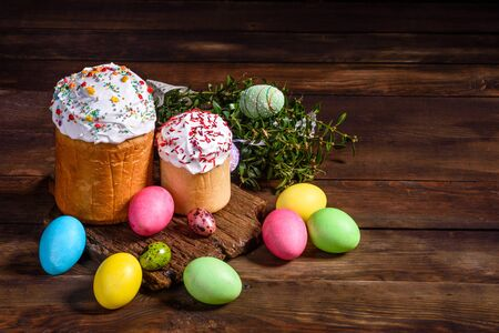 Easter cake and colorful eggs on a dark background. It can be used as a background Standard-Bild - 134855247