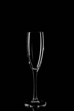 Silhouette of drinking glass on black background. Empty glass silhouette isolated on dark background 免版税图像