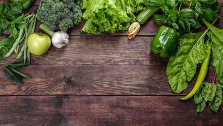 Flat lay series of assorted green toned vegetables, fresh organic raw produce Foto de archivo