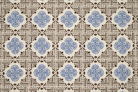 Old wall with traditional Portuguese decor tiles azulezhu in blue and brown tones on a beige background. Imagens