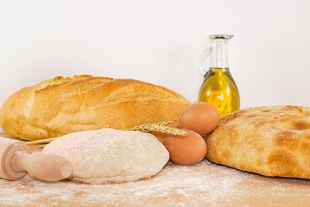rollingpin: Bread with dough, flour and rolling-pin on a wooden board