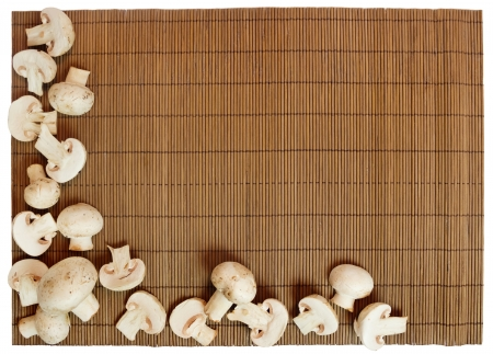 木製の背景にマッシュルームをスライス 写真素材
