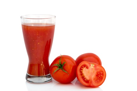 jugo de tomate sana con los tomates crudos