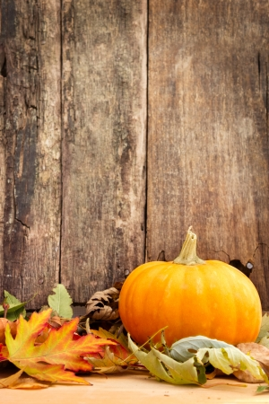 autumn leaves and pumpkin on wooden background  Foto de archivo