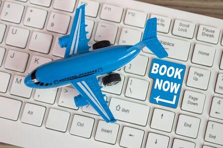 インターネット上の航空会社の航空券の予約