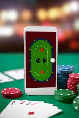 Poker table on smartphone screen. Online gambling. Standard-Bild - 103275791