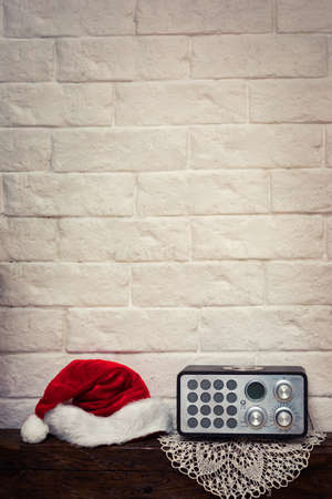 Vintage retro portable radio, concept Happy Holidays! Christmas and New Year songs. Foto de archivo