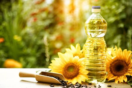 sunflower oil in plastic bottle, product food industry Stockfoto