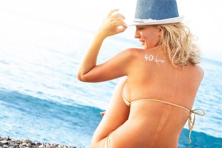 Sunscreen lotion with 40 sun protection factor 版權商用圖片