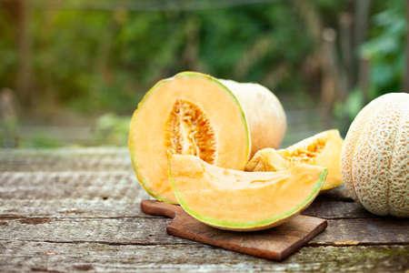 Fresh melon slices on a cutting board, organic healthy fruits Foto de archivo