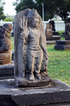 silhouette femme: figure féminine buddha sclpture Banque d'images