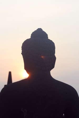 hinduismo: silueta de la parte posterior de un Buda Hinduismo Foto de archivo