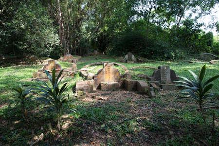 Grabstein auf Bukit Brown Friedhof Standard-Bild - 71283121