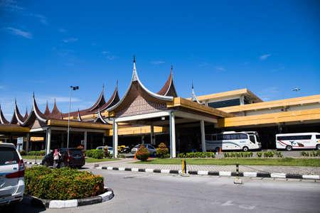 Padang Flughafen Standard-Bild - 73942309