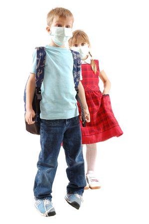 head wear: ragazza di bambini in et� scolare indossando una maschera protettiva Archivio Fotografico