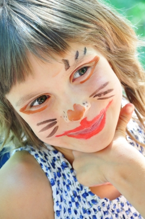 cara pintada: ni�o feliz sonriendo con cara graciosa pintada Foto de archivo