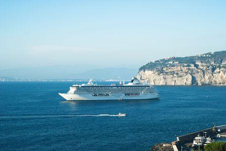 cruise ship in Sorrento water area Stockfoto