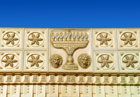 shul: top part of synagogue with menorah