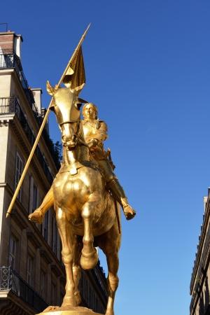 patriotic martyr: Golden statue of Saint Joan of Arc in Paris