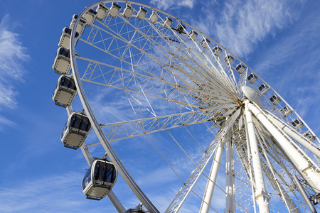 ferriswheel: LIVERPOOL, UK - JULY 27,2016: The magnificent Ferris Wheel of Liverpool over blue sky.