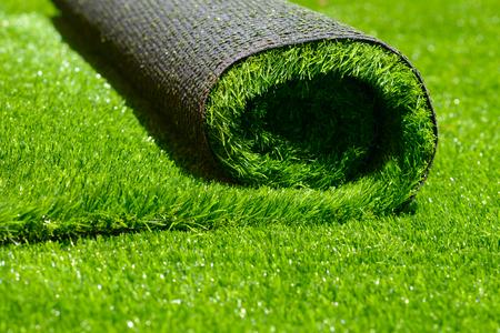 kunstmatig gerold groen gras; detailopname Stockfoto