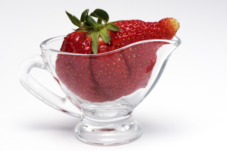 the whole strawberry in a vase 版權商用圖片
