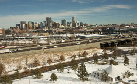 autoridad: Denver Vista desde Campo de Sports Authority Editorial