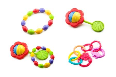 juguetes: Un collage de juguetes de beb� como anillos de dentici�n y sonajas aislados en un fondo blanco horizontal