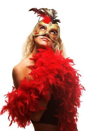 Portret van aantrekkelijke mooie jonge vrouw draagt rode carnaval masker Stockfoto
