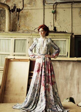 mujer elegante: Mujer elegante en alineada rom�ntica. Disparo de moda.