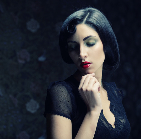 vogue style: Fashion woman portrait. Vogue Style. Beauty girl with black hair.
