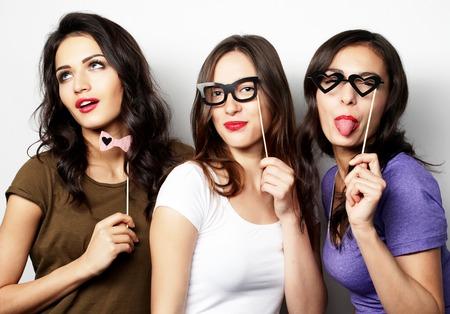 mejores amigas: Tiempo feliz. Estilo sexy girls inconformista mejores amigos listos para la fiesta.