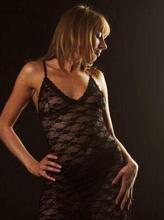 jeune femme portant une lingerie léopard Banque d'images