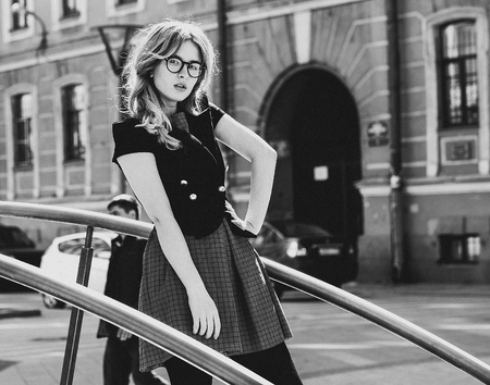 gir: blonde gir  in the  summer city, black and white picture