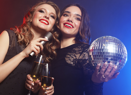 lifestyle and people concept: two beautiful   women with wine gl Foto de archivo