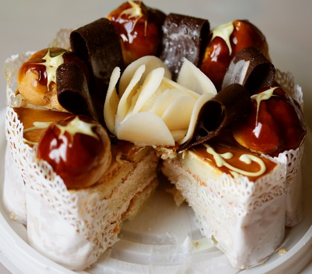 delicious cake with chokolate and caramel