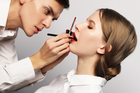 Young beautiful   woman applying make-up by make-up artist Banque d'images - 124769037
