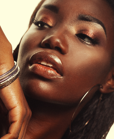 Beauty concept: Portrait of a sensual young African woman with colored make up Banque d'images - 124779419