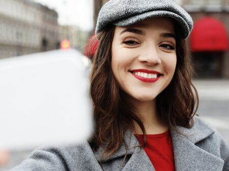 Portrait of wonderful female model with bright makeup expressing energy in good day. Zdjęcie Seryjne - 129253082