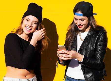 teenage girls friends outdoors make selfie on a phone. Stockfoto