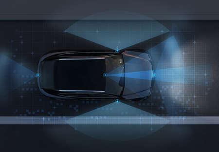 Vista dall'alto del SUV a guida autonoma su strada con motivo grafico di rilevamento ritoccato. traffico notturno. Immagine di rendering 3D.