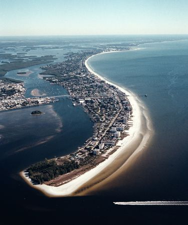Aerial, Fort Myers Beach Looking north to south Фото со стока