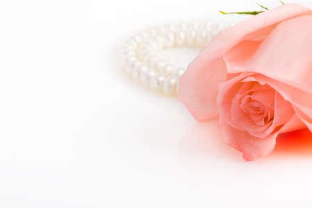 position d amour: bonne position bouton rose rose, collier de perles, avec copie espace sur le c�t� gauche