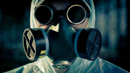 riesgo quimico: portarretrato hombre cara en respirador y gafas